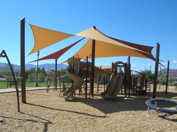 Thiết kế thi công mái che sân chơi cho trẻ em