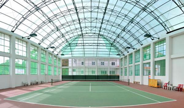 Thiết kế mái che sân tennis cao cấp đẹp và tiện ích